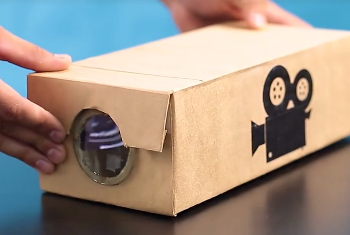A guide to make a simple projector for your smartphone